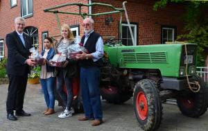 Landrat Cord Bockhop, Fatma Beslenmis, Anna-Lee Fiedler und Albert Haberkamp